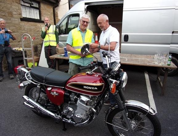 Club chairman Ian Livingstone and last year's 'best in show' winner Colin Cooper, with his 1976 Honda CB750 K6