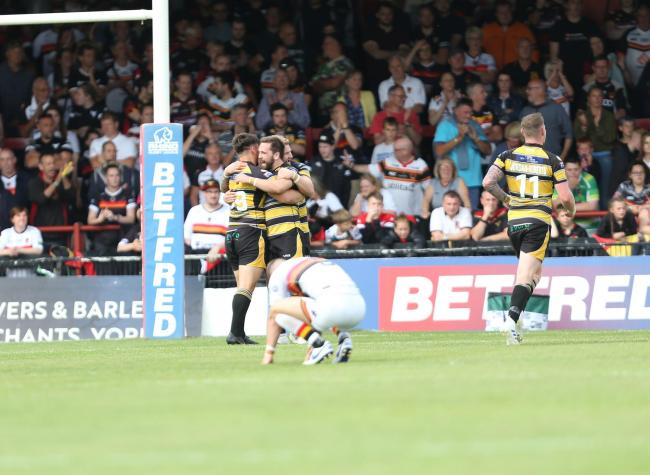 Knights celebrate their victory at the death as Bulls are left dejected   Picture: Gordon Clayton