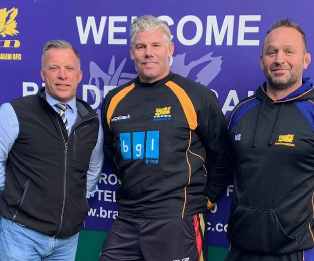 Glenn Morrison, centre, is welcomed to Shay Lane by rugby chairman Chris Robinson, left, and head coach Neil Spence