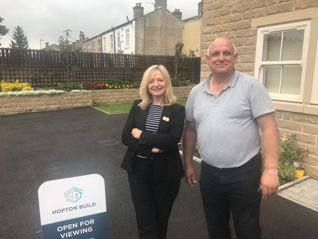 Tracy Brabin with Stewart Moxon at the Hopton Build development in Liversedge
