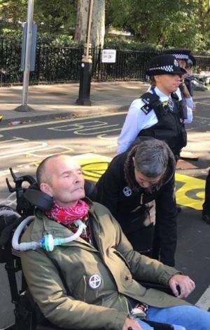 Bradford climate campaigner held in London Extinction Rebellion demo