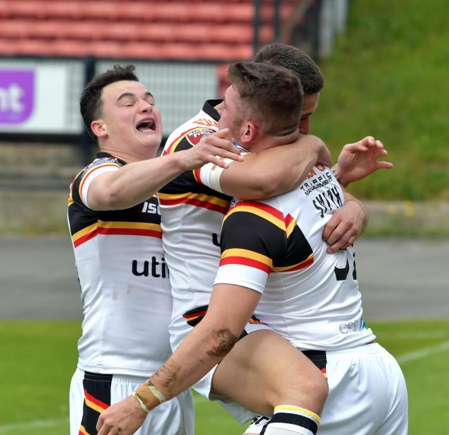 Jordan Lilley, left, celebrates a Bulls try against London Broncos the last time the sides met in 2017