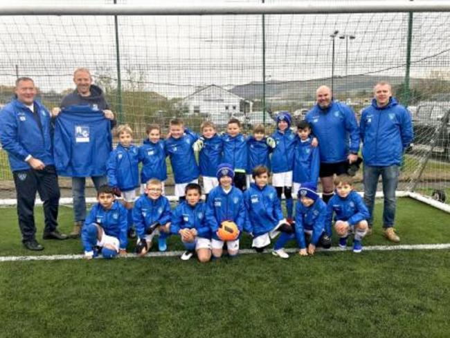 Embsay Juniors wearing their new kit