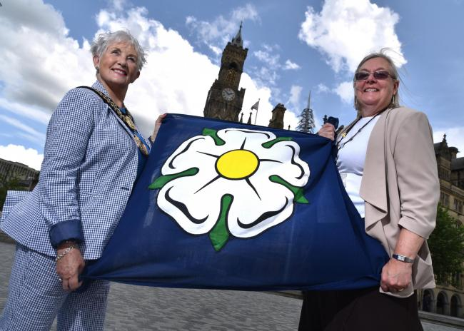 From left, The Lord Mayor of Bradford, Councillor Doreen Lee and cllr Sarah Ferriby with the Yorkshire flag
