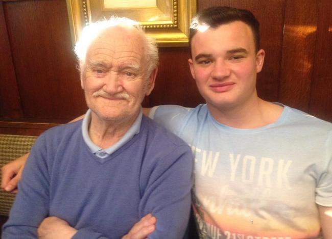 Bulls star Jordan Lilley to take on charity bike ride in memory of his grandad Arthur, left, who died in 2017