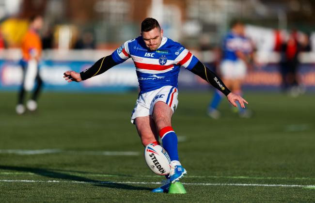 Experienced Wakefield half-back Danny Brough will be reunited with John Kear at the Bulls next season