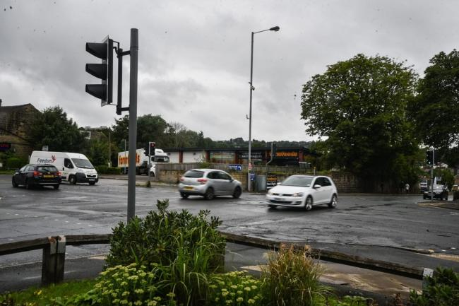 Cars at the New Line/Harrogate Road junction
