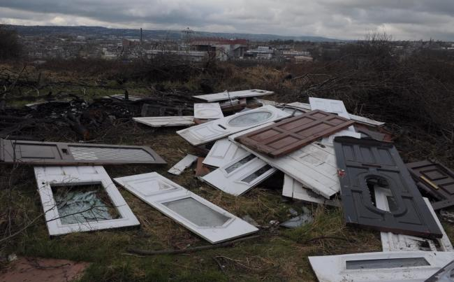 Residents and councillors have condemned 'eyesore' fly-tipping dumped across Barkerend