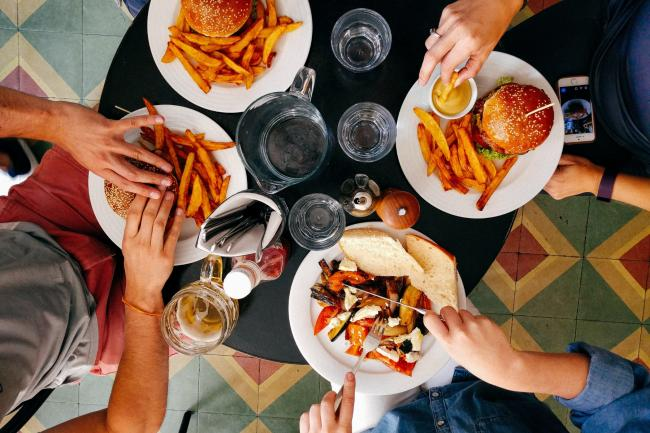 Brits divided on how to settle the bill after a meal with family and friends. (Canva)