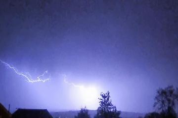 Photos of huge thunder and lightning storm last night