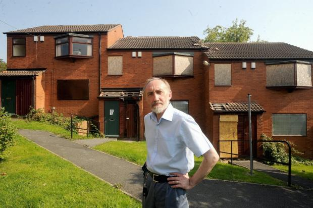 Councillor Geoff Reid outside Oakdale Flats in Ravenscliffe