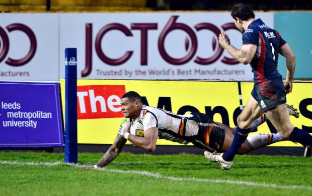 Karl Pryce dives over to score the Bulls' second try against St Helens