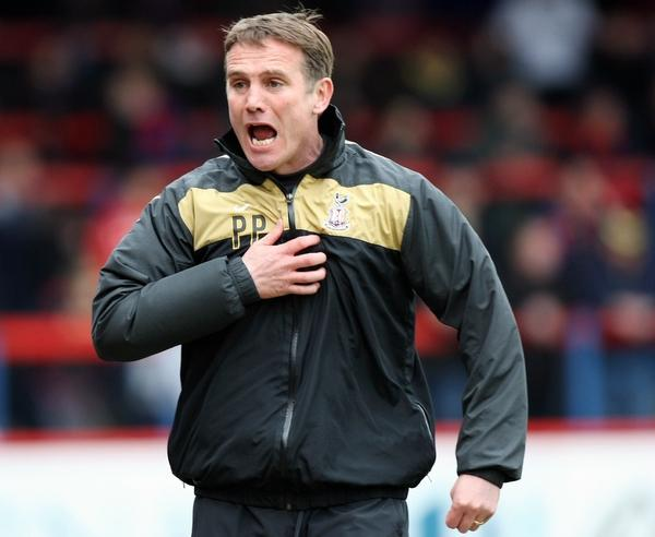 Bradford City joint-chairman Mark Lawn says sacking Phil Parkinson would be a foolish move