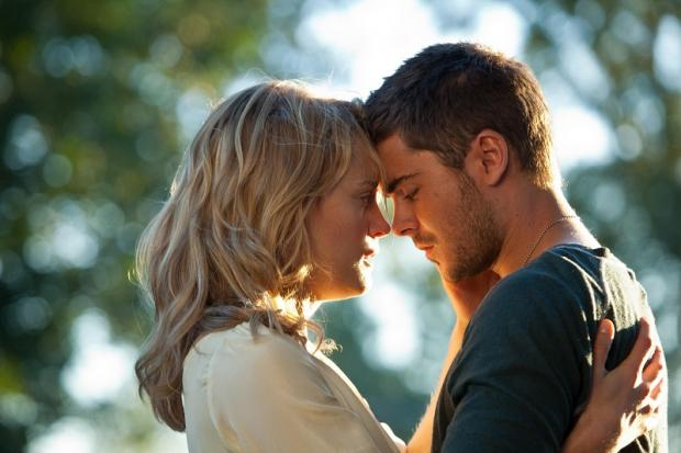 Taylor Schilling and Zac Ephron get close in The Lucky One