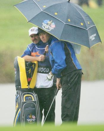 Billy Foster advises Lee Westwood during the 2010 Ryder Cup at Celtic Manor