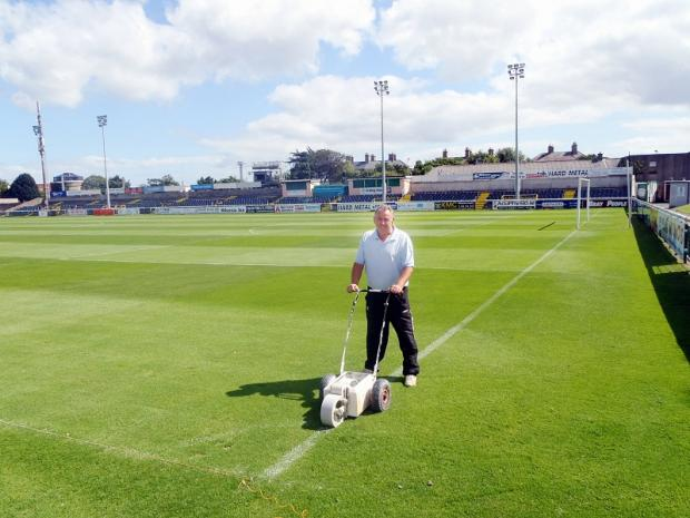 Bray Wanderers groundsman Ger Mahony marks out the pristine pitch ahead of today's game