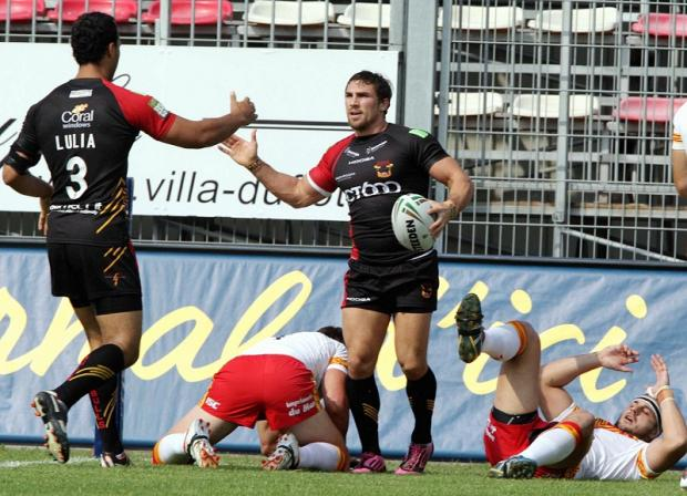 Keith Lulia acknowledges Bulls team-mate Jarrod Sammut after one of his four tries against Catalan