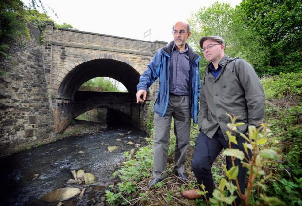 David Lerner and Michael Canning of the Aire Rivers Trust by the Bradford Beck