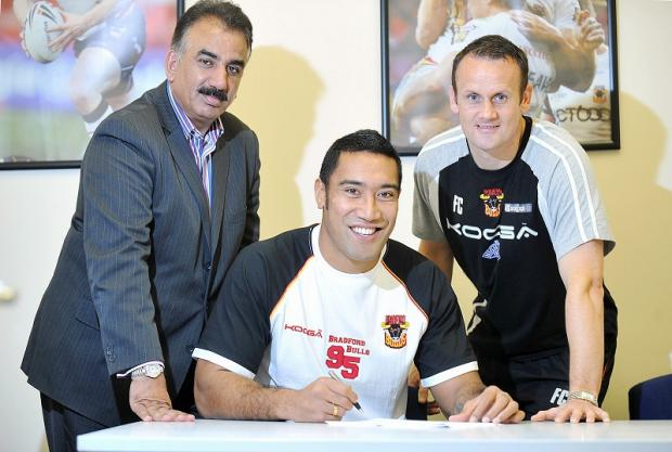 Manase Manuokafoa signs his new Bulls contract, watched by owner Omar Khan and coach Francis Cummins