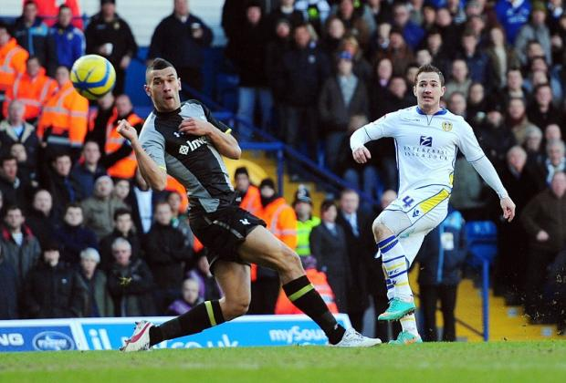 Ross McCormack scores to put Leeds United 2-0 ahead