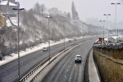 Snow closes 119 schools and brings disruption for commuters - FULL SCHOOL CLOSURE LIST