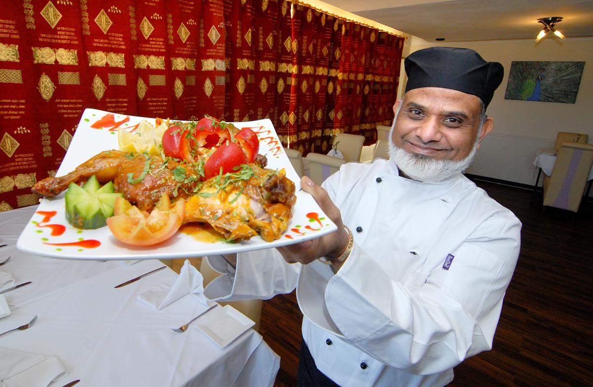 Bradford Telegraph and Argus: RUNWAY RESTAURANT: Chef Mofur Miah will be serving up a curry feast for 65 people on board a private Boeing 737 airliner – without actually leaving the ground. Picture by Nick Toogood. 5113479601