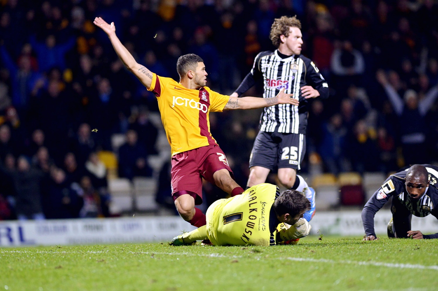 Bradford City striker Wells attracting Premier interest
