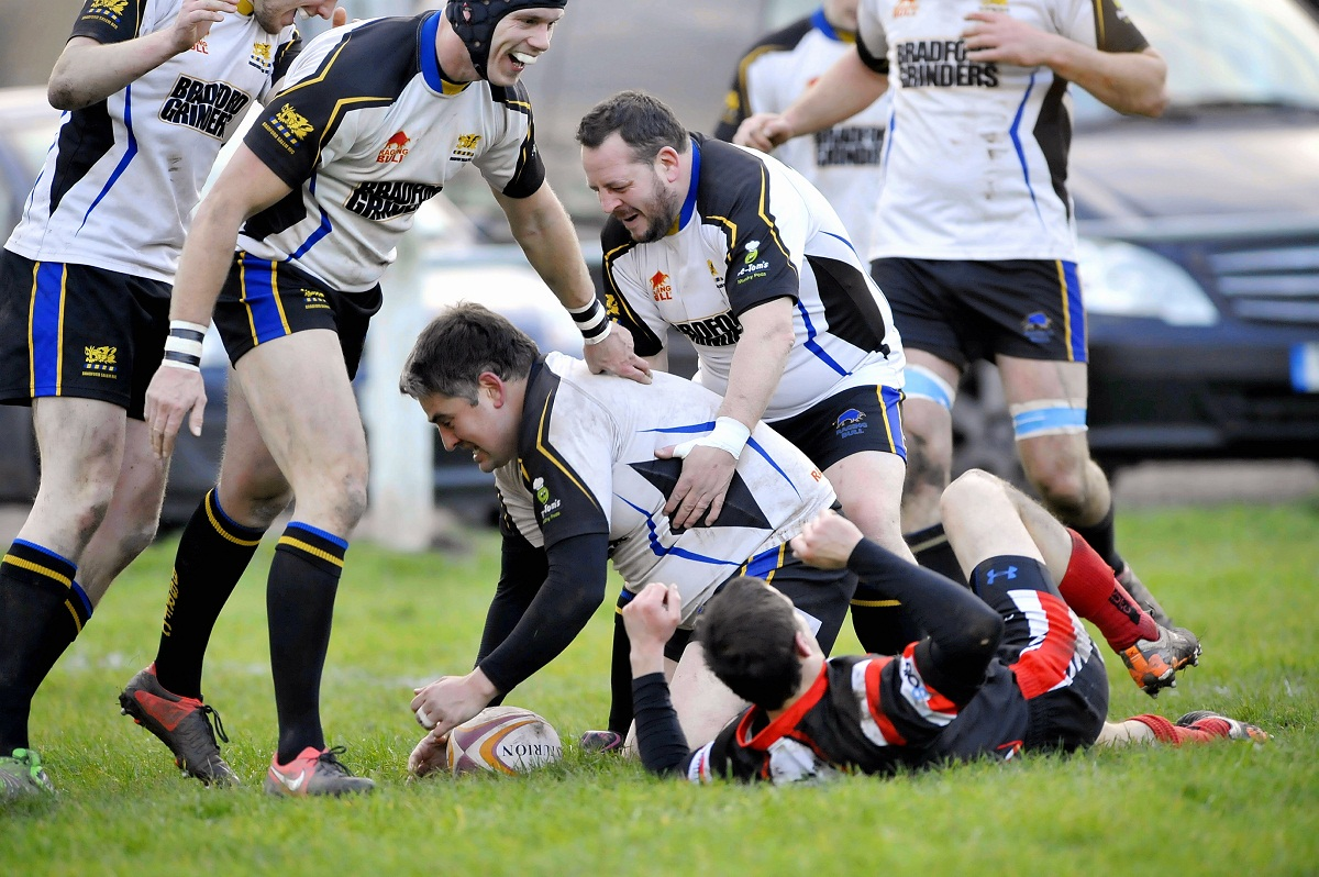 Prop Dave Luxton's late try brought Bradford Salem a bonus point