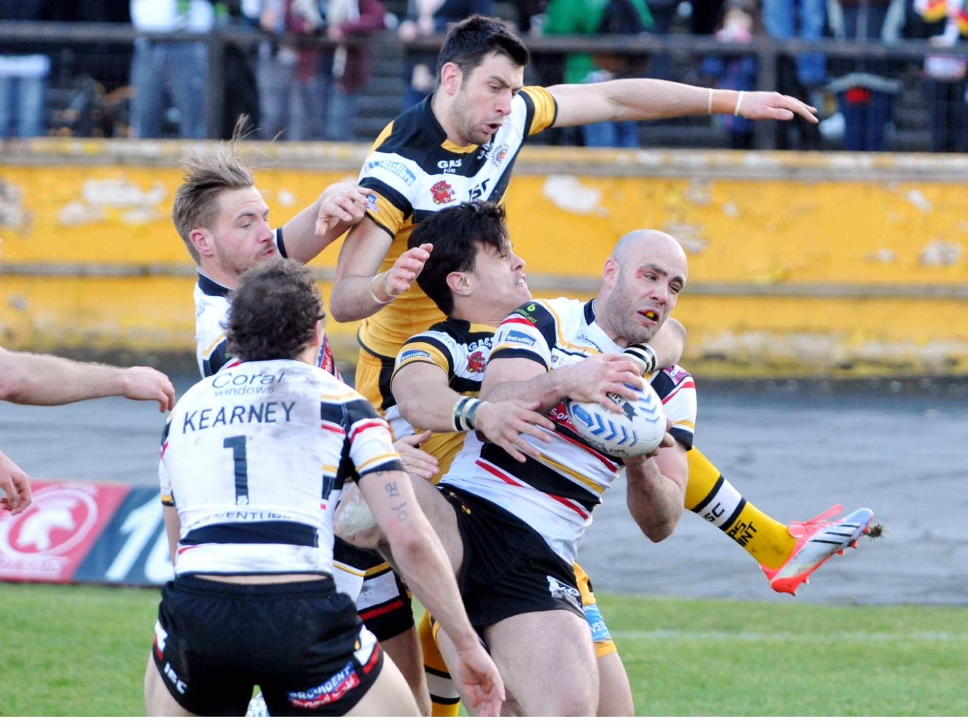 Adrian Purtell collects a high ball before scoring the Bulls' third try against Castleford