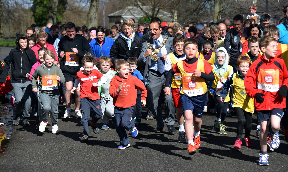 400 runners pound Lister Park to boost Sport Relief with Lord Mayor's help