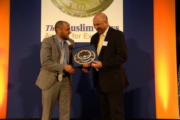 Dr Mohammed Ali is pictured above, right, receiving the award from Zaid Al-Rawni, head of communications at Islamic Relief (UK) at the ceremony