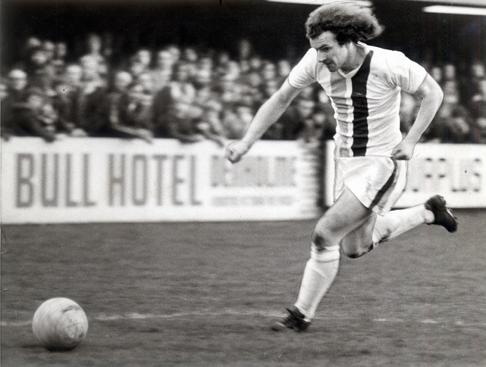 City winger Don Hutchins in 1977 action wearing one of the 'missing' kits
