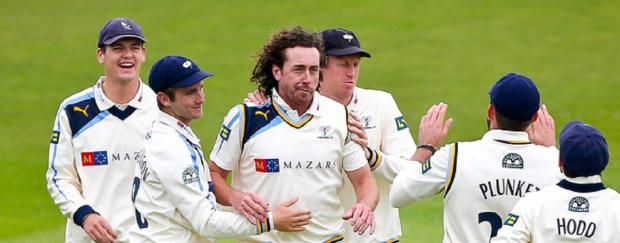 Ryan Sidebottom's three wickets helped dismiss Middlesex cheaply