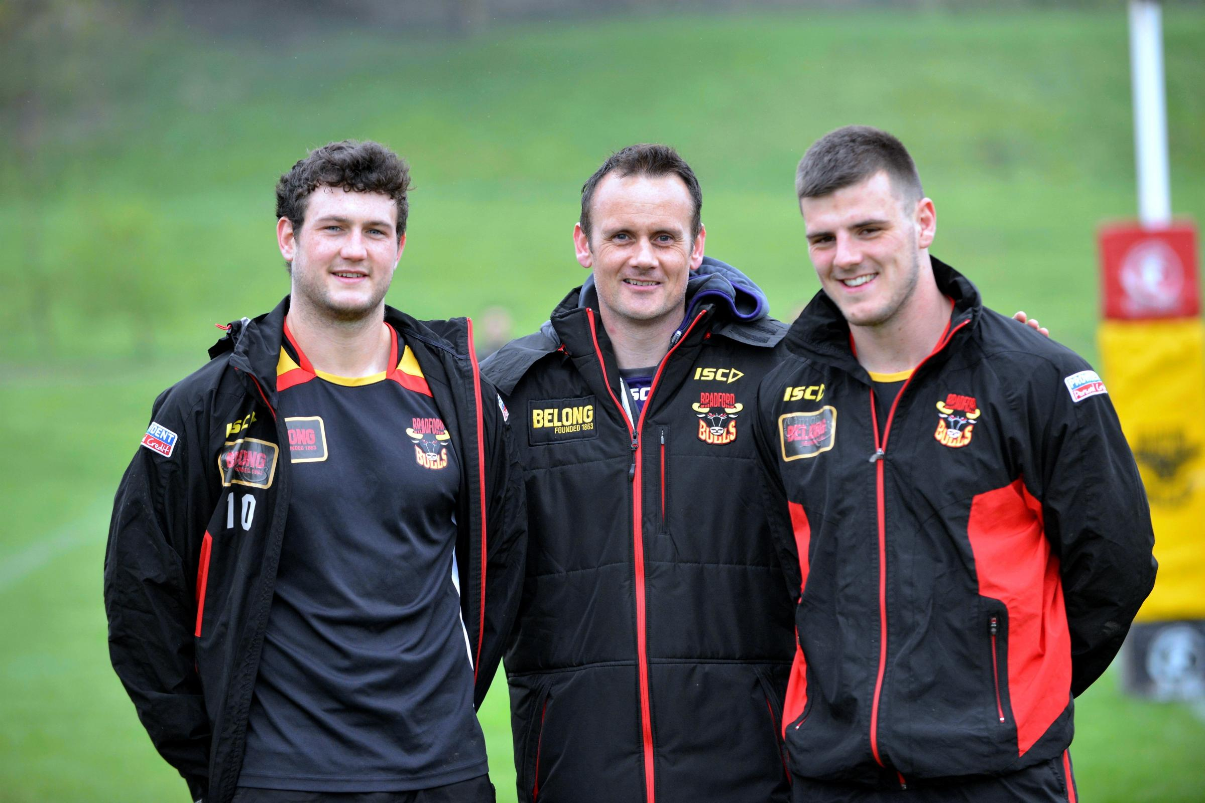 Bulls coach Francis Cummins with Joe Arundel, right, and fellow loan player Jay Pitts