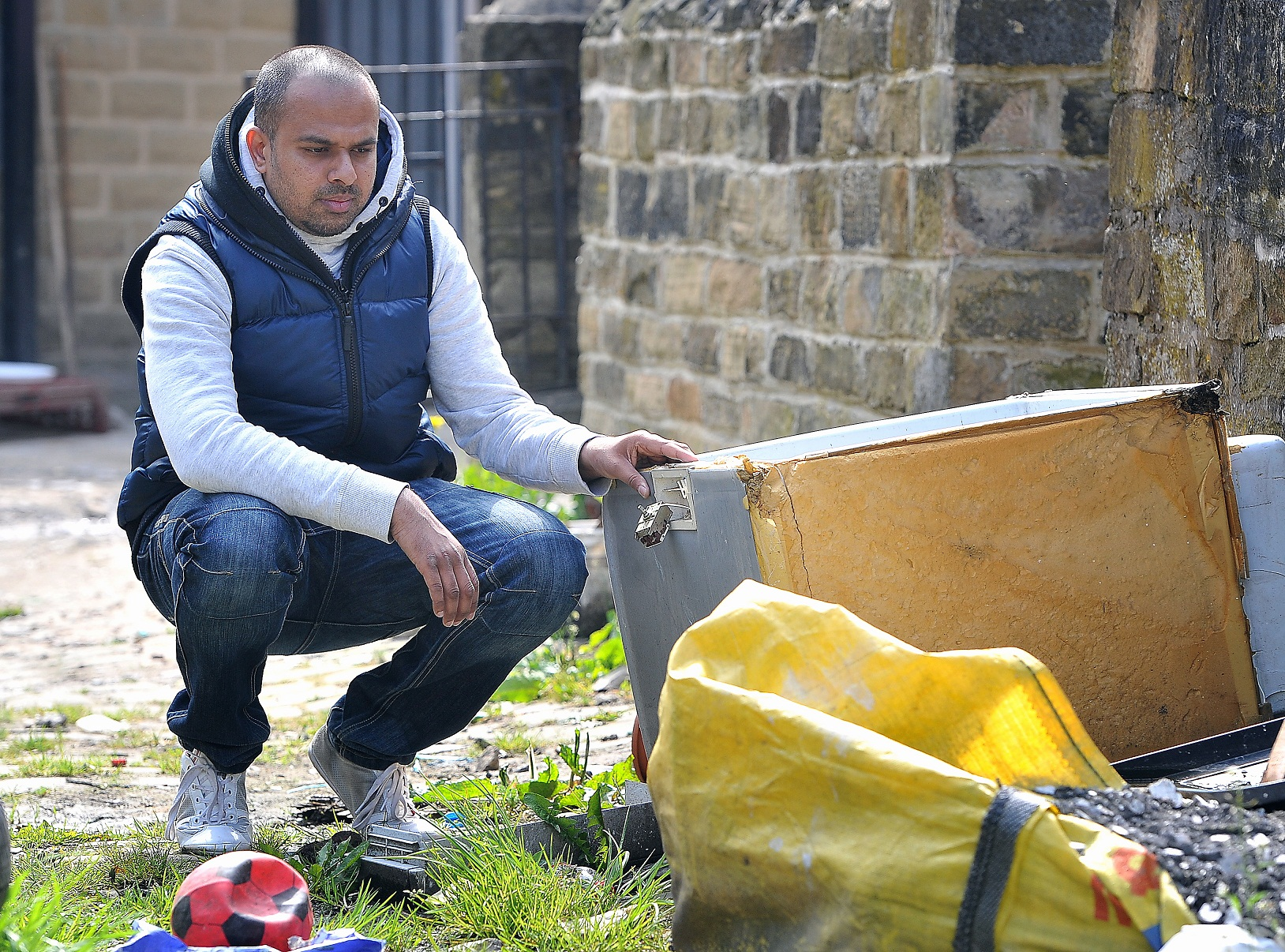 VIDEO: Thornbury residents battle to get rubbish cleared