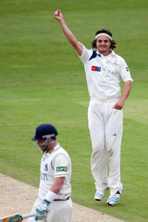 Jack Brooks had match figures of 7-76 as Yorkshire overtook Warwickshire as Division One leaders