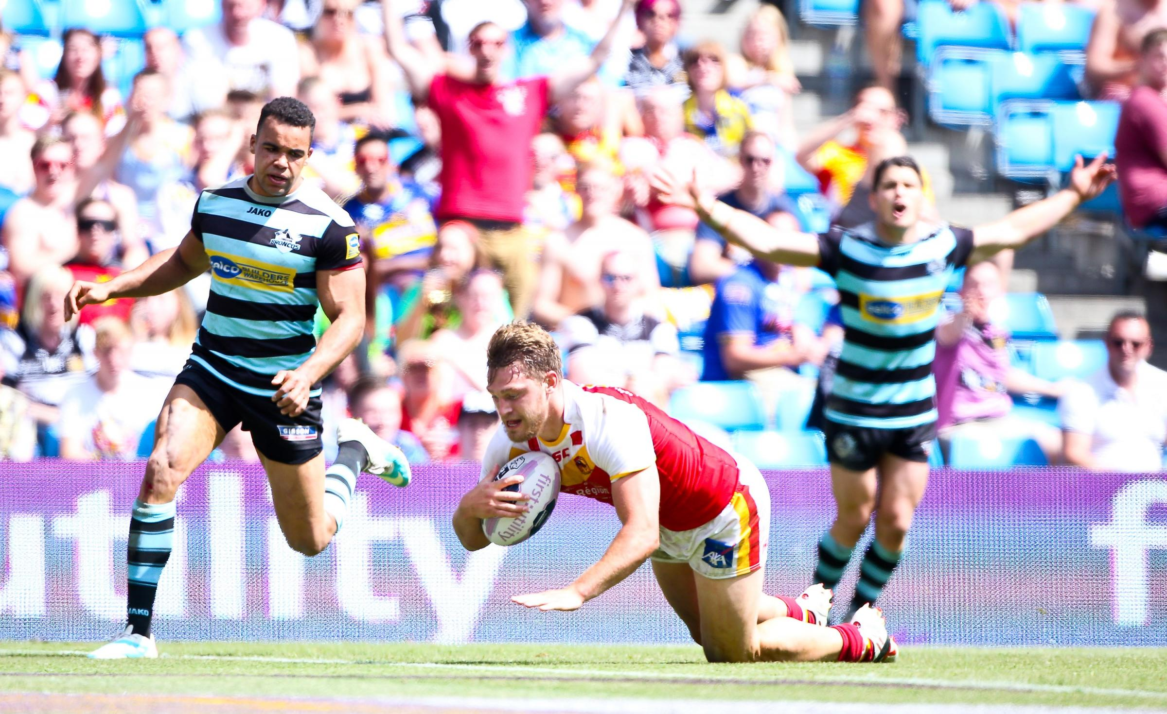 Former Bulls player Elliott Whitehead scores for Catalan against London in their Magic Weekend match