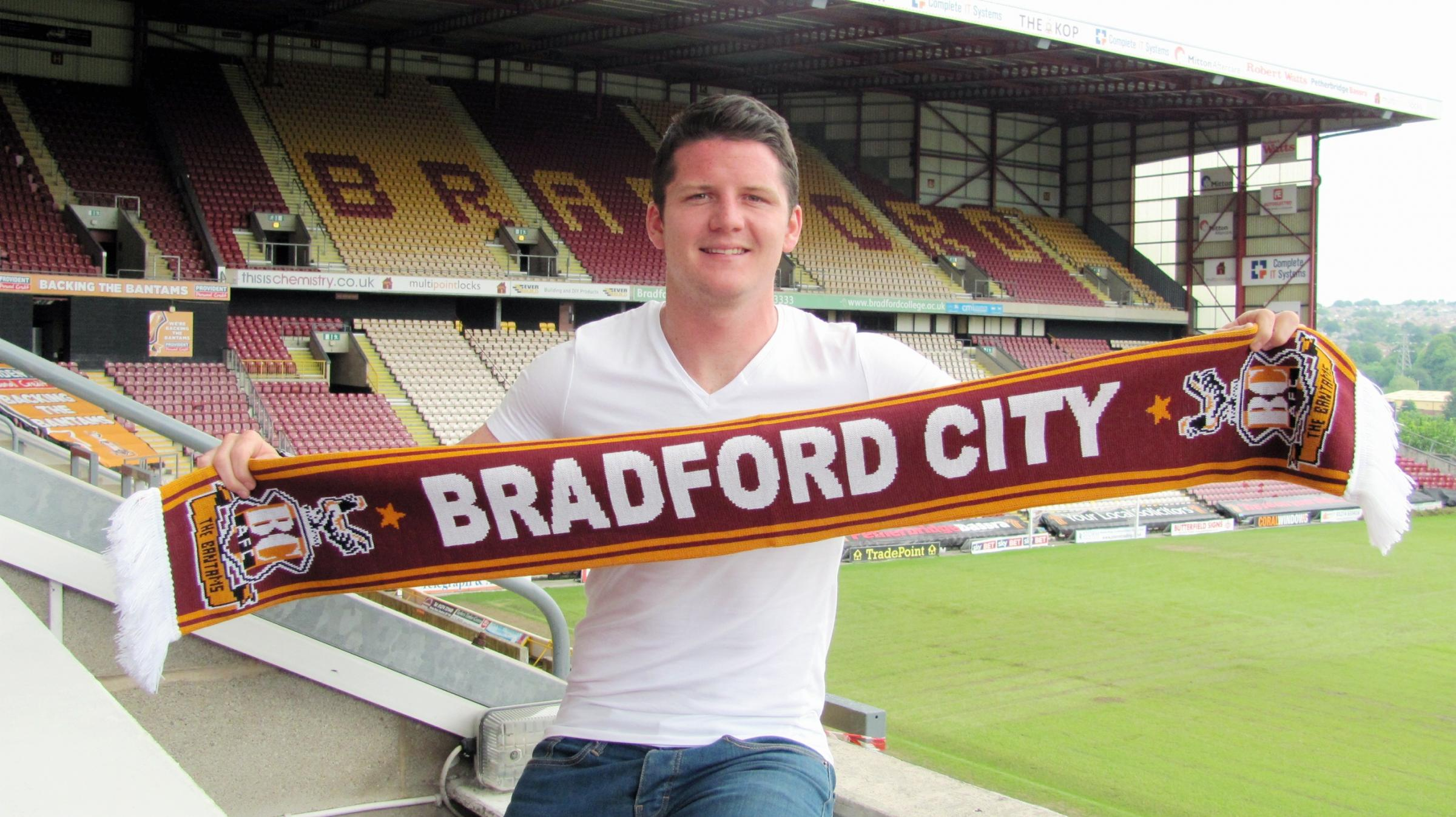 Midfielder Billy Knott has signed a two-year deal to play for City