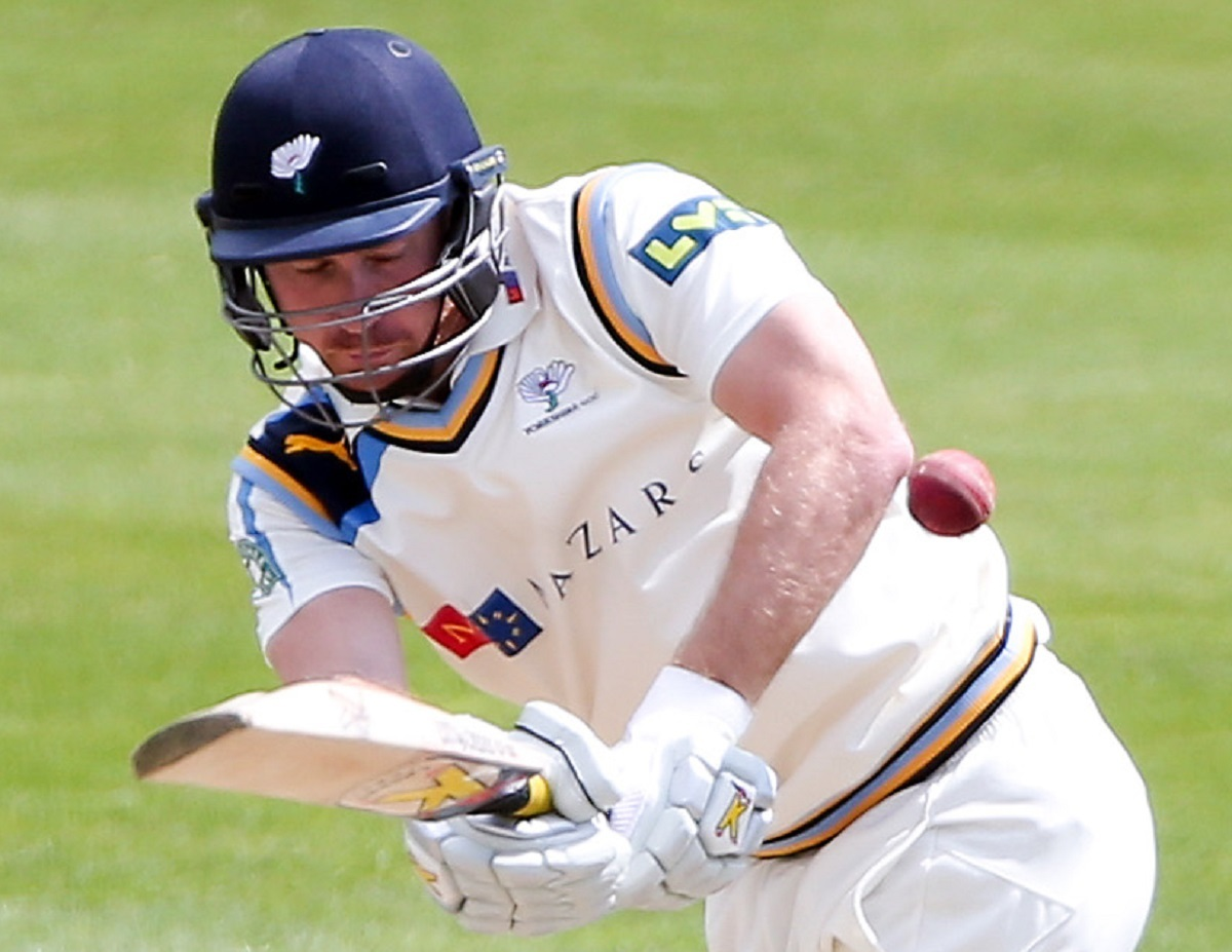 Yorkshire miss chances to tie up Notts