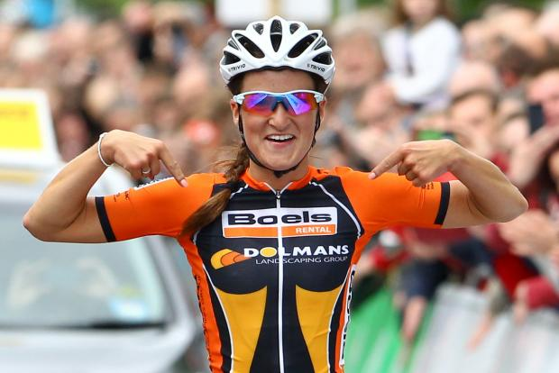 Lizzie Armitstead winning the 2013 national road race title in Glasgow