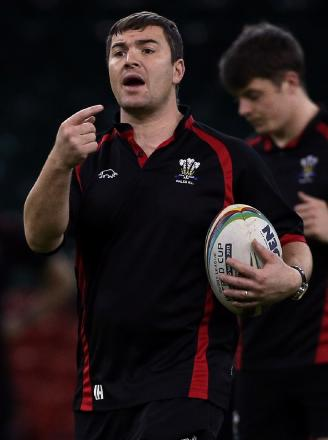 Former Bulls star Iestyn Harris is in charge of Salford against his former club