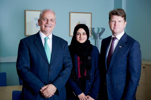 Zeynab Ahmed with US Ambassador Matthew Barzun (right) and Professor Brian Cantor, vice-chancellor of Bradford University