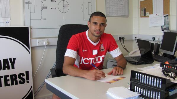 Bradford Telegraph and Argus: James Meredith puts pen to paper at City's training ground