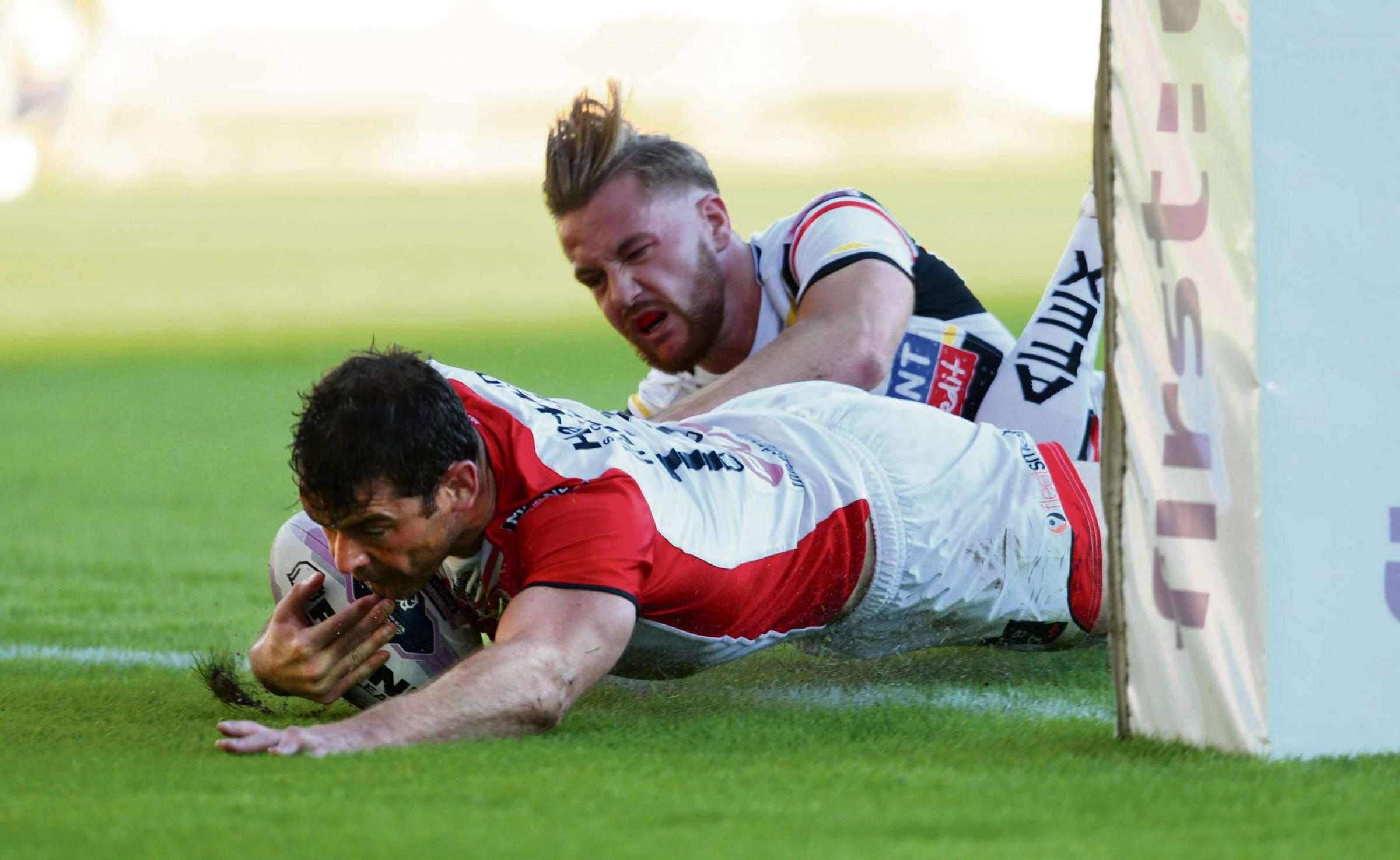 Paul Wellens scores St Helens' second try of the night