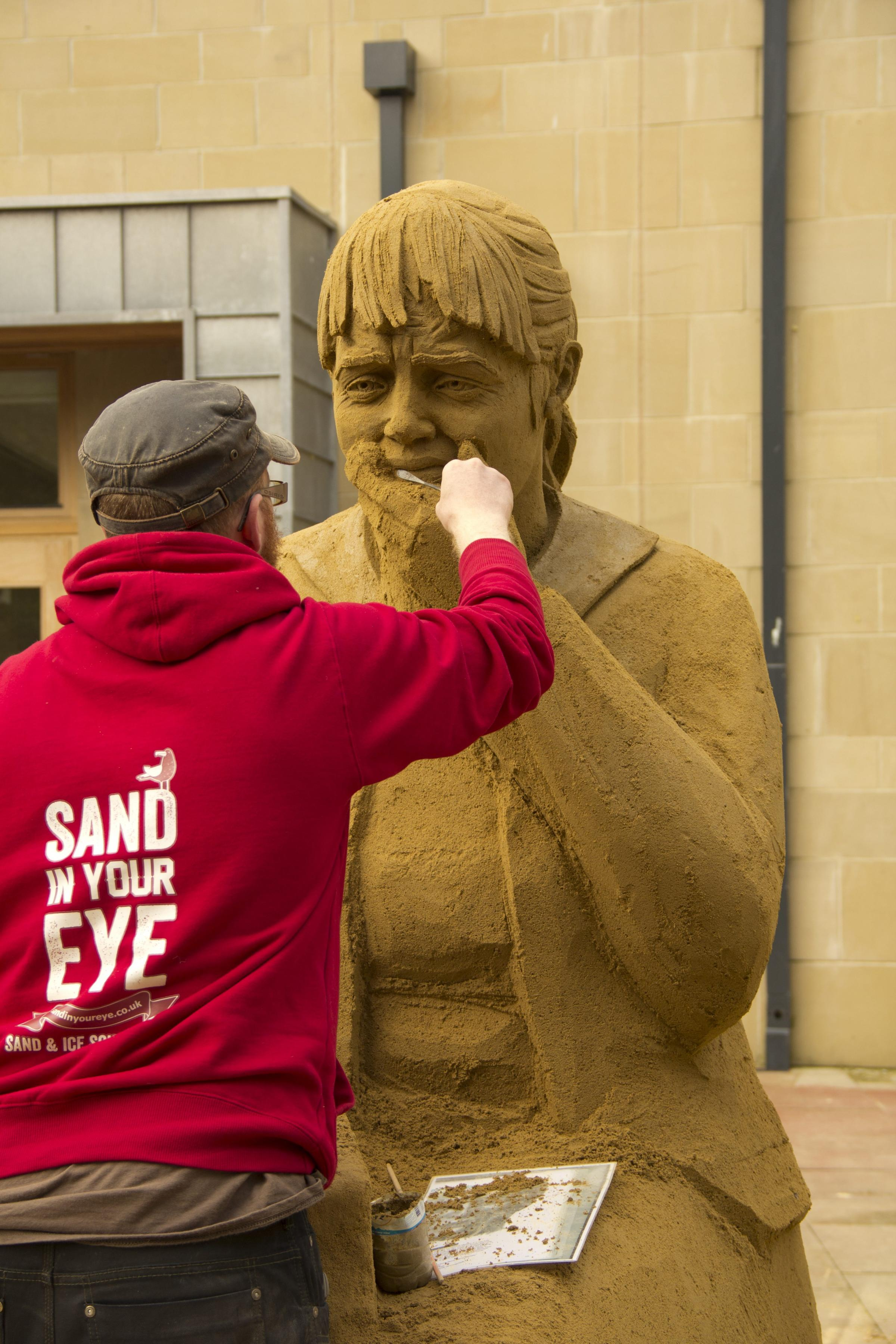 Bradford sculptor uses ten tonnes of sand to create poignant tribute to WW1 dead