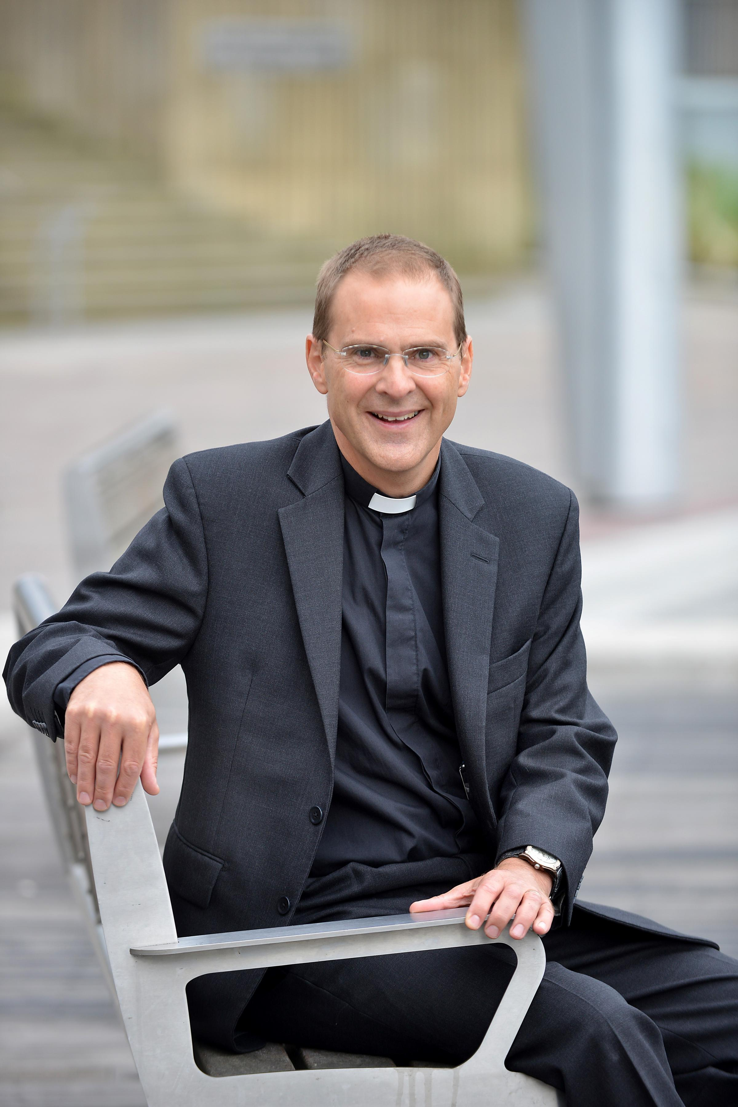 bishop muslim personals Church of sweden bishop fredrik modeus has announced his support for muslims in the city of växjö being able to publicly broadcast a call to prayer saying he looked forward to hearing it along with church bells.