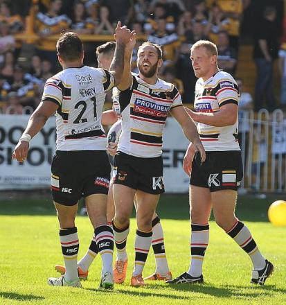 High fives from Bulls players as they celebrate Lee Gaskell's first try against Castleford