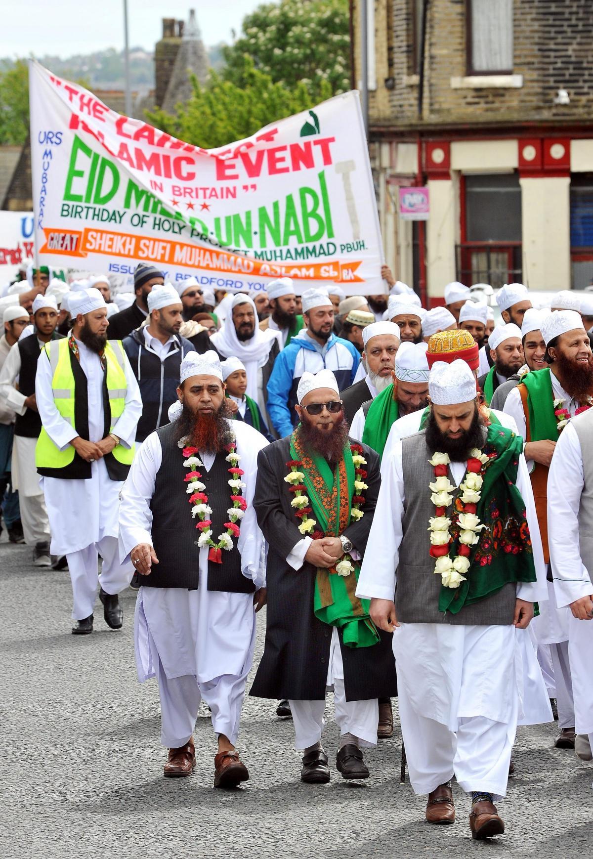 1,000 people take part in Bradford parade to celebrate
