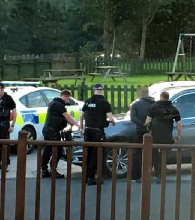 Dad-of-two pointed loaded sawn-off shotgun at police during
