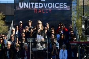 Jodie Foster joins rally against Trump travel ban